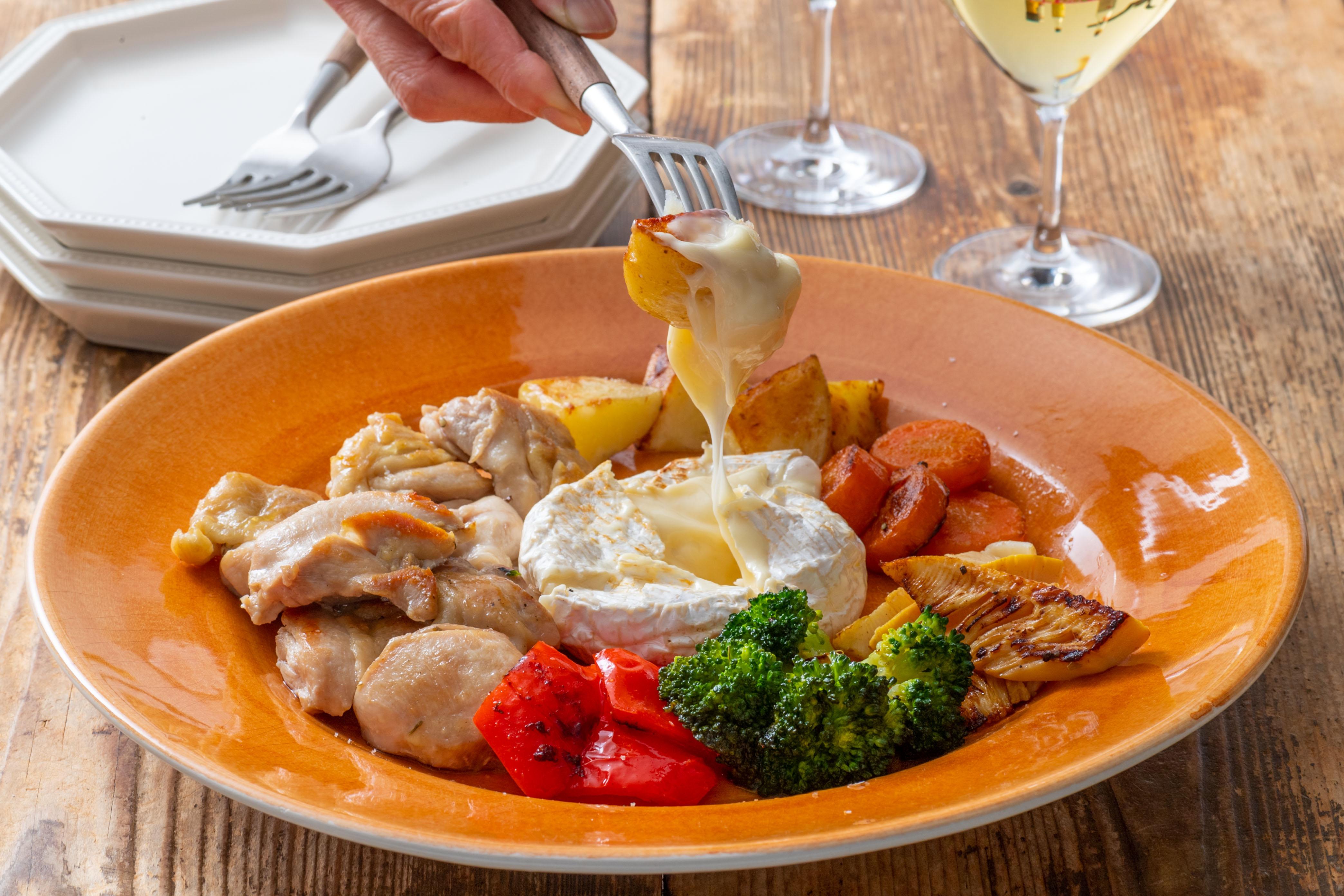 鶏肉と季節野菜のチーズフォンデュ